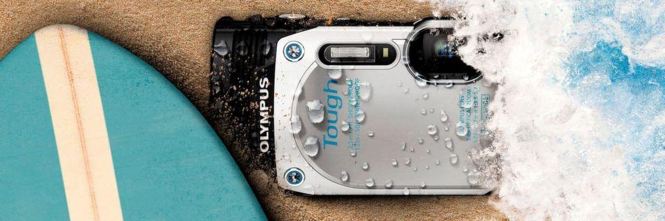 Die toughe Kamera TG-870 von Olympus steckt so einiges weg.
