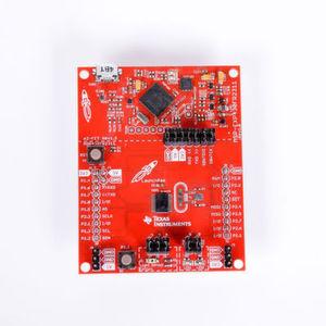 MSP430FR2311 MCU LaunchPad Development Kit: Der Mikrocontroller integriert zahlreiche Analgofunktionen (TIA, ADCs, Operationsverstärker, Komparatoren) und FRAM in einer hochkompakten Single-Chip-Lösung, die für deutlich geringerem Platzbedarf beim Leiterplattendesign bei gleichzeitig wesentlich reduzierter Stromaufnahme sorgt.