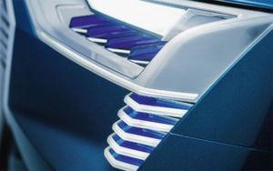 """Das Bild zeigt einen Teil des """"Audi e-tron quattro concept"""": Zur Erklärung heißt es: """"Die Konzeptstudie hat alle Technologien an Bord, die Audi für das pilotierte Fahren konzipiert hat. Die Daten, die sie liefern, laufen im zentralen Fahrersteuergerät (zFAS) im Gepäckraum zusammen. Es errechnet in Echtzeit ein komplettes Umgebungsmodell des Autos und stellt die Informationen allen Assistenzsystemen und den Systemen für das pilotierte Fahren zur Verfügung. Auch diese Technologien stehen bei Audi kurz vor dem Serieneinsatz."""""""