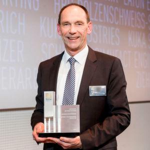 Ottmar Back, Leiter Produkt Management bei Hoerbiger Antriebstechnik, nahm den Best of Industry Award entgegen.