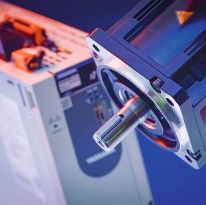 Keine aufwendige Parametrierung und keine besonderen Regelungskenntnisse sind nötig, um das Servoantriebssystem in Betrieb zu nehmen.