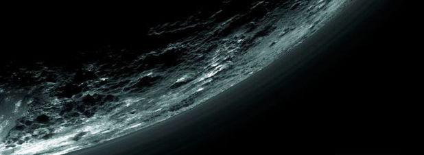 Die Atmosphäre des Pluto, aufgezeichnet von der Raumsonde New Horizons: In fünf Beiträgen im Fachmagazine Science haben NASA-Forscher eine Reihe überraschender Erkenntnisse über den Zwergplaneten zusammengefasst.