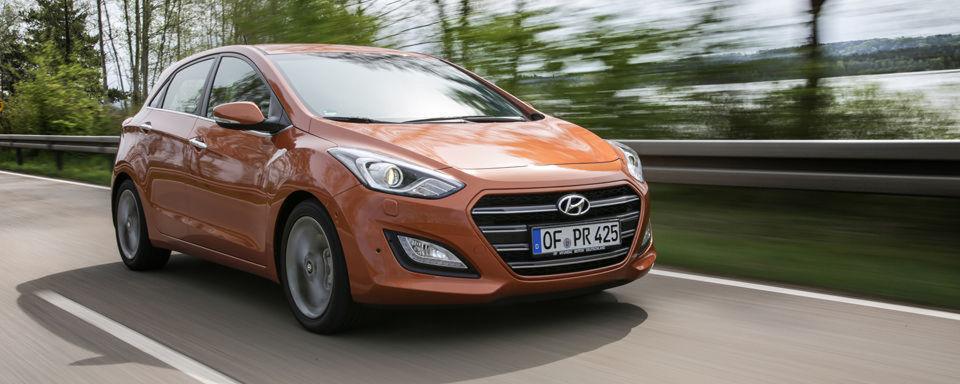 Hyundai hat seinem Erfolgsmodell i30 ein Facelift spendiert. Wir fuhren das Modell mit 100kW/136 PS und Sieben-Gang-Doppelkupplungsgetriebe.