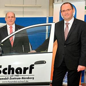 Autohaus Scharf spendet Hyundai i10