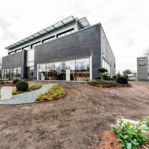 Pfohe eröffnet Jaguar-Land-Rover-Autohaus