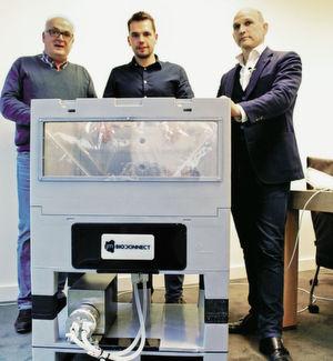 Das Team von JM Separations – John van der Veeken, links, Tom van der Veeken, Mitte, und Mark van Trier, rechts – bedient mit dem Quattro-Mix-Single-Use-Mischsystem eine Nische im Bereich der Mischung von Flüssigkeiten.