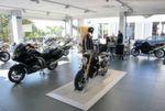 Im Großen Showroom leben BMW, Ducati und MV Agusta in friedlicher Koexistenz. Nur Honda hat einen eigenen Raum.