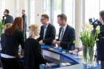 Händler aus dem gesamten Bundesgebiet kamen zu der Fachtagung nach Würzburg, die die Fachmagazine »kfz-betrieb« und »Gebrauchtwagen Praxis« zusammen mit den Partnern CG Car-Garantie Versicherungs-AG und Santander Consumer Bank an ihrem Verlagssitz ausrichteten.