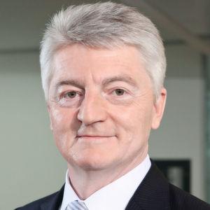 Thyssenkrupp-Vorstandschef Dr. <b>Heinrich Hiesinger</b> sieht inzwischen zwar eine ... - 4
