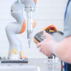 Schraubspindel von SPN treibt Kuka-Roboter an