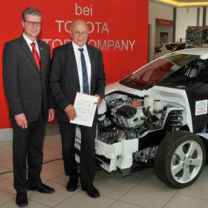 Toyota spendet Auris-Schnittmodell
