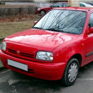 1998er Nissan Micra von Hebebühne geklaut