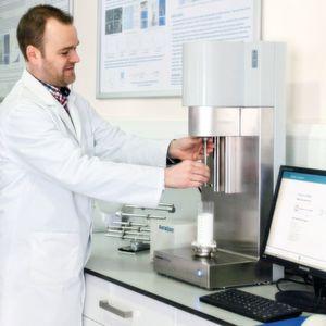 Mit dynamischen Pulvertestmethoden die Feuchtgranulierung optimieren