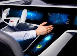 Mit Cloud-Unterstützung und selbstlernenden Algorithmen sind Fahrzeuge künftig in der Lage, den Fahrer bei einem unfallfreien und weitgehend automatisierten Fahren zu helfen.