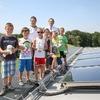 Mit selbst installierter Solarthermieanlage senken Schüler Energiekosten
