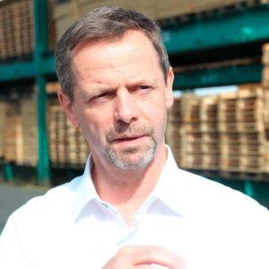 """"""" """"Gerade im gewerblichen Bereich spüren wir den Fachkräftemangel mittlerweile sehr deutlich,"""" sagt Joachim Hasdenteufel, geschäftsführender Inhaber von Hapack und vorsitzender des Vorstands des Bundesverband Holzpackmittel, Paletten, Exportverpackung e.V.."""