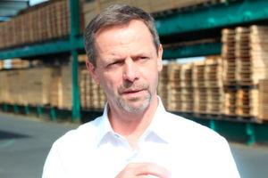 """""""Gerade im gewerblichen Bereich spüren wir den Fachkräftemangel mittlerweile sehr deutlich,"""" sagt Joachim Hasdenteufel, geschäftsführender Inhaber von Hapack und vorsitzender des Vorstands des Bundesverband Holzpackmittel, Paletten, Exportverpackung e.V.."""