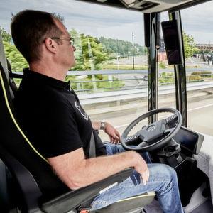 Premierenfahrt für Daimlers autonomen Stadtbus