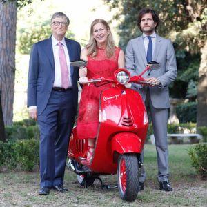 Piaggio: Vespa kaufen, Aids bekämpfen