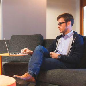 Casual statt Anzug – Die neue Lässigkeit der Chefs
