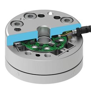 Kompakter Kraft-Momenten-Sensor mit hoher Signalqualität