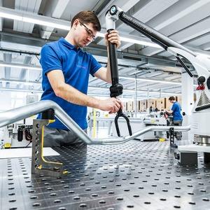 VOSS Fluid erweitert Programm um Hydraulikleitungen
