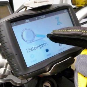 BMW: Adapter verbindet Navi mit Bordnetz