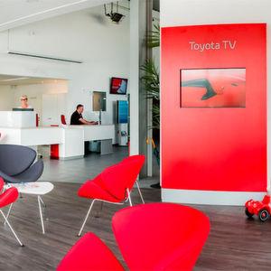 Toyota führt neue Innen-CI bis 2018 ein