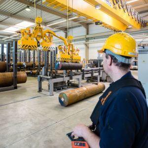 Dewald Stahlhandel arbeitet mit Magnetkran