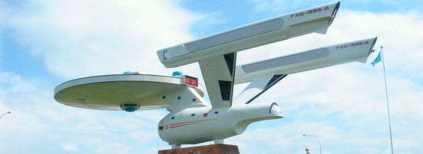 Das Raumschiff Enterprise (hier ein Modell im kanadischen Ort Vulcan/Alberta) ist der gar nicht so heimliche Star der ersten TV-Serie aus dem ?Star Trek?-Universum. In seinem Buch zeigt Professor Metin Tolan, dass sich die Star-Trek-Autoren erstaunlich ernsthaft mit der Physik auseinandergesetzt haben.