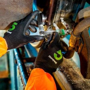 Handschuhe schützen vor Schnitten