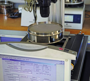 Analysensiebe richtig zertifizieren und kalibrieren