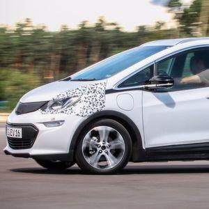 Erste Sitzprobe im Opel Ampera-E