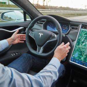 """KBA und Tesla streiten um Bezeichnung """"Autopilot"""""""