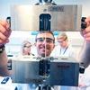 TU München und DELO halten gemeinsame Lehrveranstaltung zur Klebetechnik ab