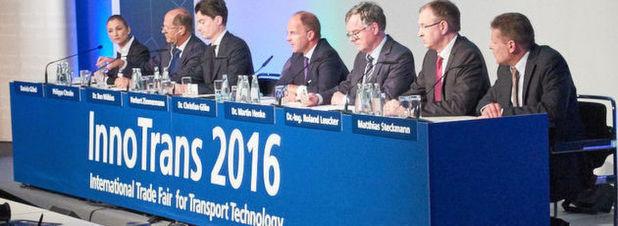 Hochrangige Vertreter aus Industrie und Verbänden präsentierten die Trends im Schienenverkehr auf der Eröffnungspressekonferenz.