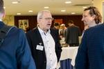 Vertreter aus dem Handel und von Dienstleistern nutzten die Preisverleihung zum Austausch. Im Bild: Markus Gold (Autohaus Kunzmann, re.) und Bernd Müller (Auto Innovativ).