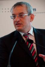 """B.-Braun-Vorstand Dr. Meinrad Lugan: """"Systempartnerschaften zwischen Industrie und Kliniken müssen die Patientenzufriedenheit erhöhen, die Behandlungsqualität verbessern, Behandlungskosten senken und Erlöse absichern."""