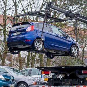 Gegnerische Versicherung muss Abschleppkosten tragen