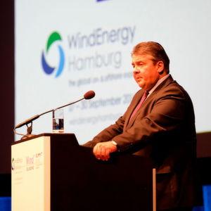 Vizekanzler Gabriel eröffnete Fachmesse WindEnergy in Hamburg