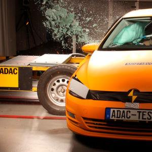 ADAC will Schutz bei Seitencrashs verbessern