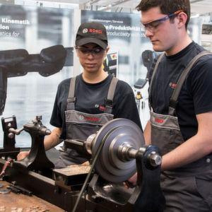 Wie eine 129 Jahre alte Drehmaschine Industrie-4.0-fähig wird