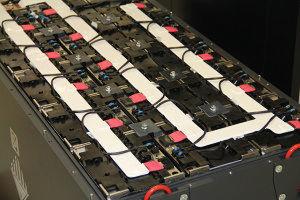 Lithium-Ionen-Akkus: BMZ fertigt Akkus bis 2,2 Tonnen für Gabelstapler