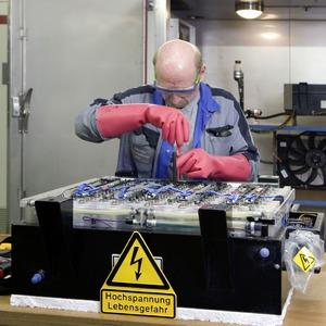 Daimler investiert 500 Millionen Euro in Batteriefertigung