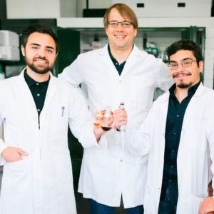 Wie lassen sich Bio-Katalysatoren in chemische Synthesen integrieren?