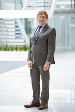 Kennt den Markt der Leiterplatten-Anschlusstechnik seit mehr als einem Jahrzehnt: Seit April 2016 ist Torsten Janwlecke Präsident der Business Area Device Connectors bei Phoenix Contact. Zuvor war er in führender Position unter anderem für Metz Connect tätig.