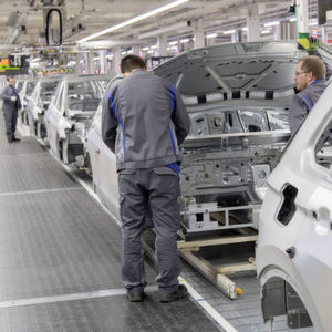 FAZ: Bei Volkswagen fallen zigtausende Stellen weg