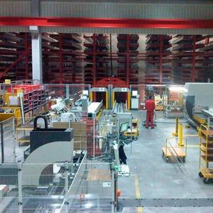 Automatisches Langgutlager schafft Platz für die Fertigung