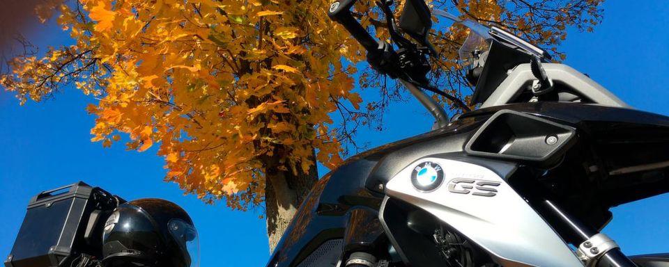 Goldener Bike-Okotober: Sonnenstrahlen verführen nicht nur zum Motorradfahren sondern schüren auch die Lust auf den Kauf eines neuen Bikes.