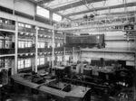 Blick in die Bahnhalle des Dynamowerks um 1913. Ab 1930 wurde im Dynamowerk etwa die weltweit erste Mehrzweck-Elektrolokomotive 'E 44' in Schweißkonstruktion gefertigt.